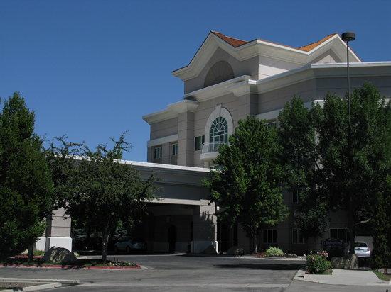 Hampton Inn & Suites Boise Spectrum : Exterior of the hotel
