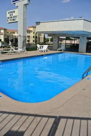 Travelodge Page: piscine de l hotel