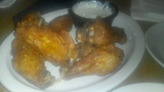 California Dreaming Restaurant & Bar: wings appetizer!