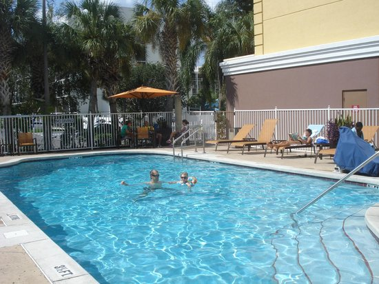Fairfield Inn & Suites Orlando Lake Buena Vista: Piscina
