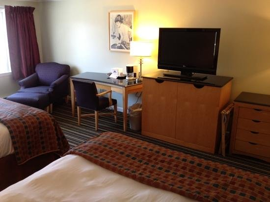Americas Best Value Inn & Cottages: our room!!!