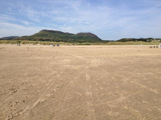 Morfa Bychan, UK: the Black Rock overlooking the beach