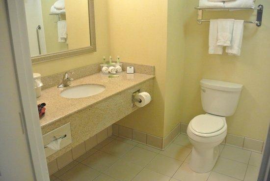 Holiday Inn Express Hotel & Suites Merced: salle de bain