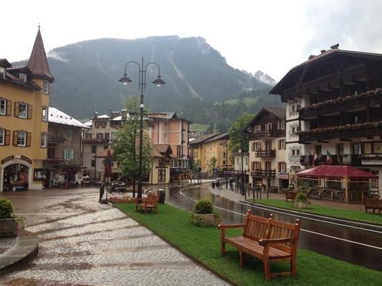 Hotel Garni Vajolet: Beautiful even in the rain!