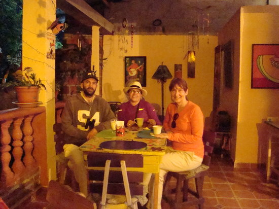 Emerald Green Guest House: Early coffee before a tour