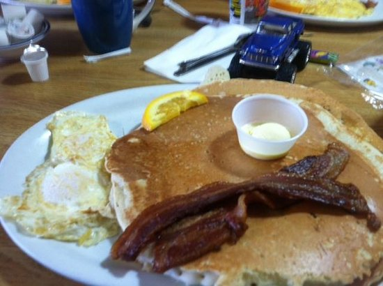 Grumpy's Cafe: A pancake bigger than your face