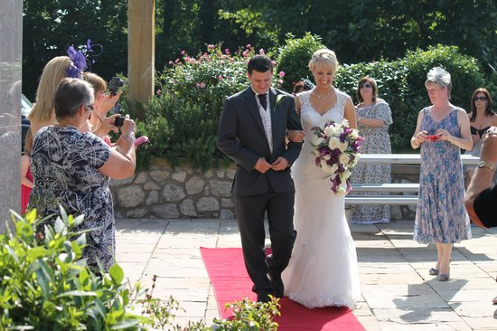 Upton Court Hotel and Holiday Cottages: Red carpet welcome!