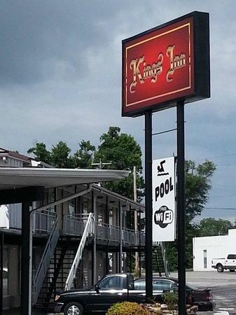 Kings Inn: Front View