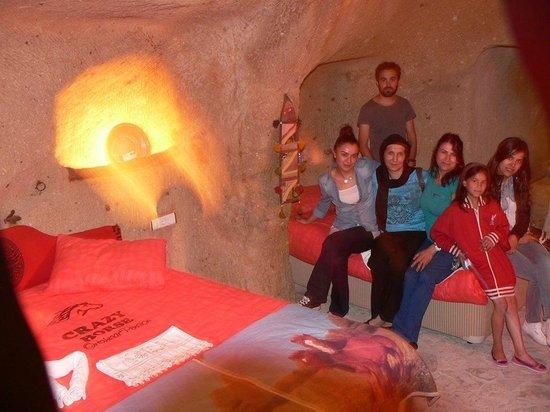 Crazy Horse Pension: mağara kaya oda