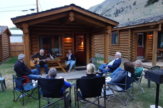 Cowboy Village Resort : Enjoying the evening with family