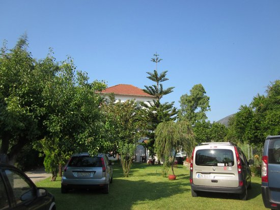 Villa Angela: parking place