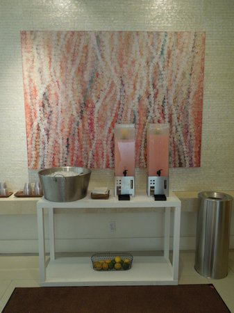 Hyatt Regency Sarasota: pink lemonade in lobby