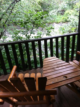Glacier Lodge: Back porch of Whispering Pines cabin