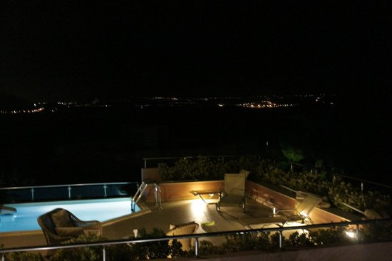 Leste Luxury Homes: By night