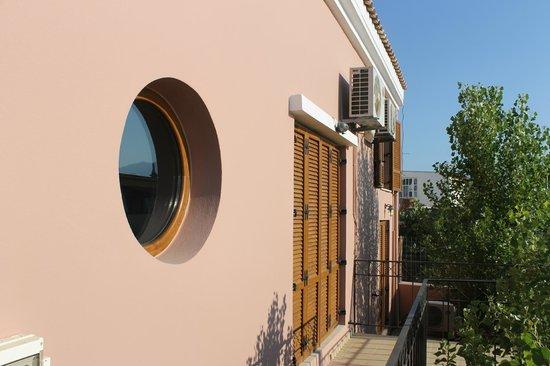 Leste Luxury Homes: Kitchen window