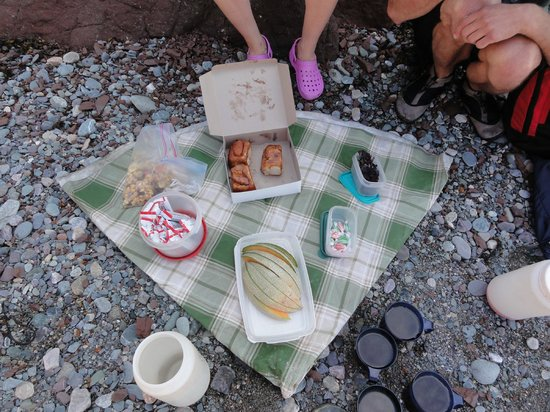 FreshAir Adventure Day Tours: Snack consisted of sticky buns, dulse, trail mix, granola bars, fruit, juice and candies