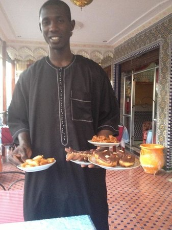Tijani Hotel : Amadou, front dest staff