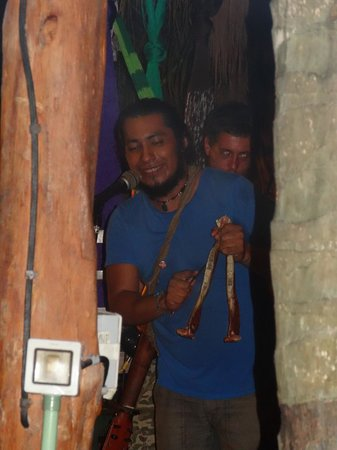 Puro Corazon : Le chanteur, 2