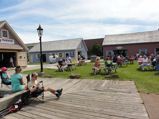 Charlottetown Backpackers Inn: The boardwalk is only two blocks away.