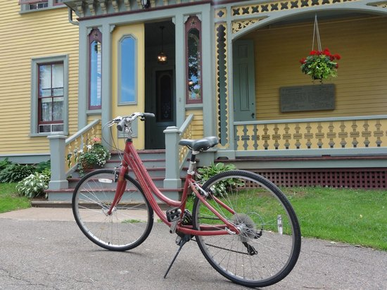 Charlottetown Backpackers Inn: Bikes can be rented on site.