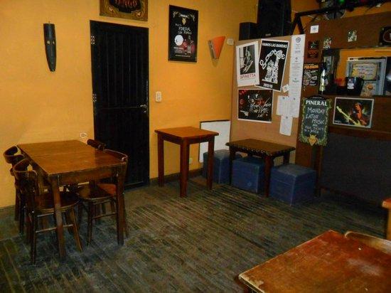 Portal del Sur Hostel: Bar e local do café da manhã.
