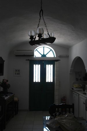 Strogili Traditional Houses : entrance and kitchen