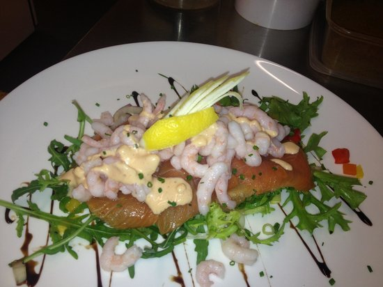 The Black Cock Inn: Fresh smoked salmon and prawn salad served with buttered new potatoes