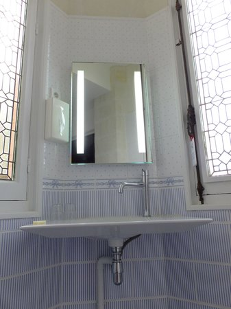 Manoir de Contres : Beautiful bathroom design