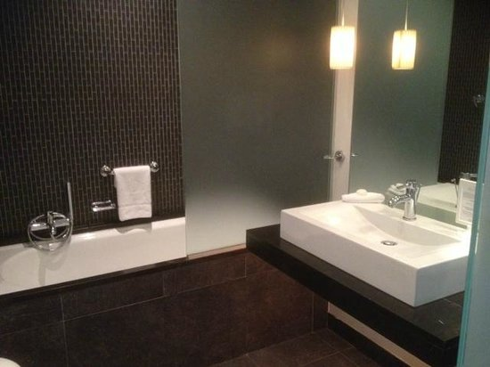 The Beacon: Bathroom in a standard room