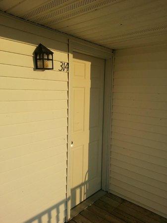 Sea Breeze Motel : exterior doorway of room