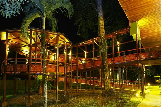 Tilajari Hotel Resort: Gardens by night