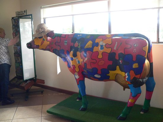 Food Trail Tours: A colurful cow at Gallo's Dairy