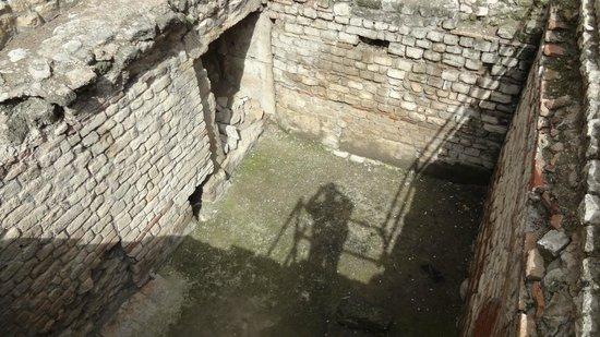 Thermes de Constantin : Inside the bath
