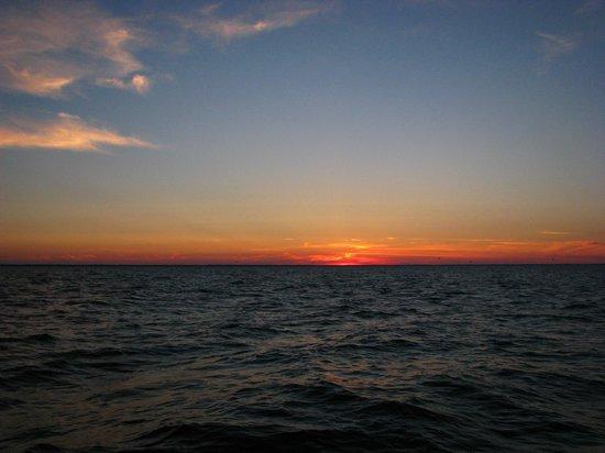 Schooner Appledore IV BaySail : The sun setting into Saginaw Bay