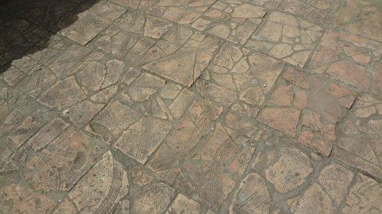 Baths of Constantin (Thermes de Constantin): Floor of the bath