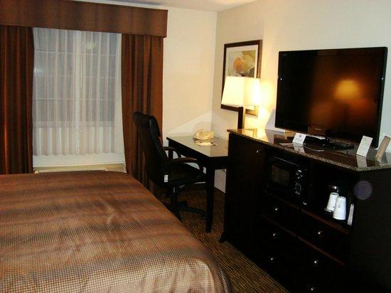 Best Western Plus Vineyard Inn : Quarto muito espaçoso e confortável. Wi-fi free e TV enorme!