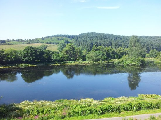 Barend Holiday Village: View across the loch