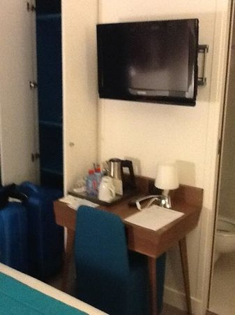 Best Western Plus 61 Paris Nation Hotel: Brand new rooms but very small-Room 109