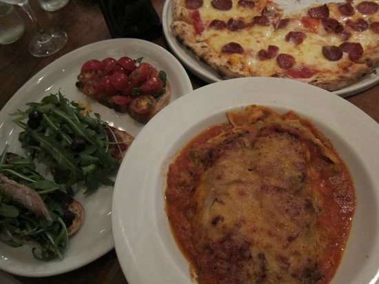 Capricciosa : Our dinner for 4 adults: lasagna, pizza, and bruscetta