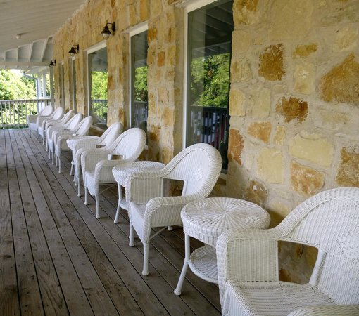 Gruene River Hotel & Retreat: Lanai