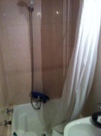 Hotel Excelsior : bathtub?
