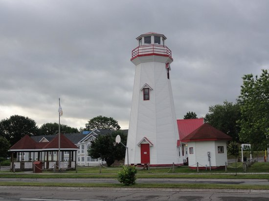Campbellton Lighthouse Hostel: The lighthouse is situated on the banks of the Restigouche River