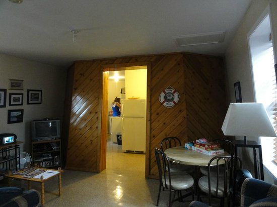 Campbellton Lighthouse Hostel: The kitchen is located in the lighthouse building