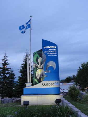 Campbellton Lighthouse Hostel : I walked across the bridge and -- ta, da! -- I was in Quebec.