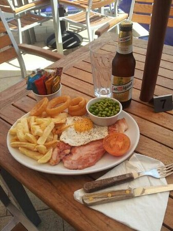 HMS Hinchinbrook: nice juice gammon steak with a cold beer.