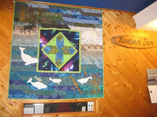 Tundra Inn : Quilt at the Front Desk