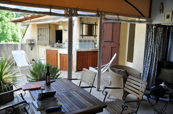 Les Olivettes : La Zidane, covered outdoor terrace and outdoor kitchen