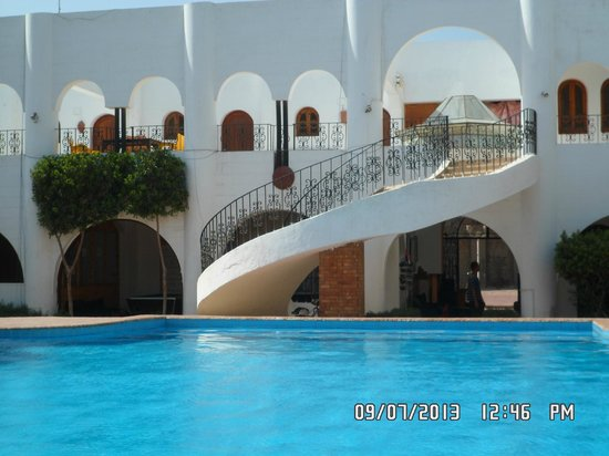Yasmina Hotel: rooms 1st floorall over looking the pool