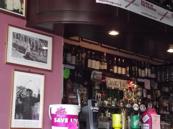 Golfer's Corner Lounge Bar at Dunvegan: Bar - Cheers Ya'll