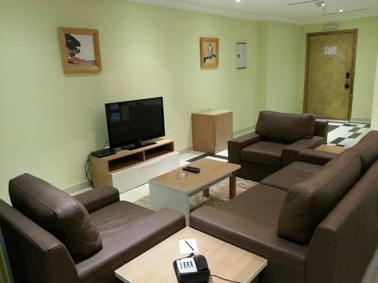 Governor West Bay Suites And Residence: The Reception - Couch and TV
